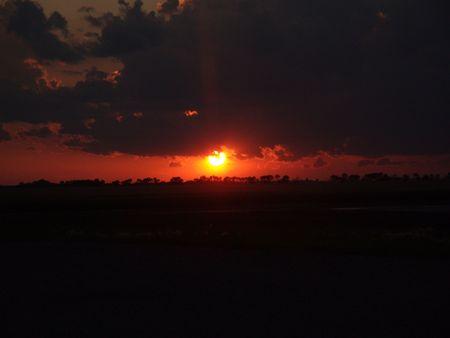 Storm Clouds aufbrechen bei Sonnenaufgang Standard-Bild - 3519208