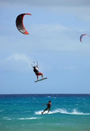 kite surfing: kitesurfen Stockfoto