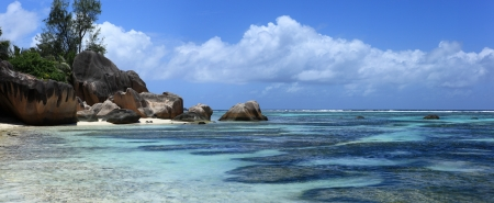 d argent: coast of seychelles island Stock Photo