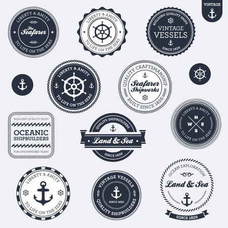 at anchor: Juego de insignias vintage, retro, n�uticas y etiquetas