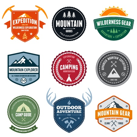 Set of mountain adventure and expedition badges Vettoriali