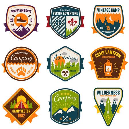 esploratori: Set di distintivi campo estivo d'epoca ed emblemi all'aperto Vettoriali