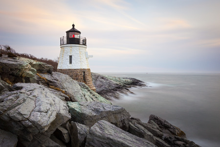 Castle Hill Vuurtoren bij zonsondergang in Newport, Rhode Island, Verenigde Staten Stockfoto