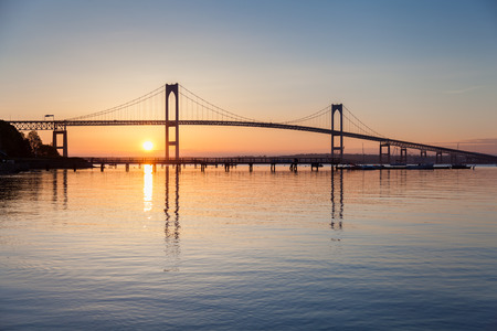 Morning sunrise under the Newport Bridge seen from Jamestown, Rhode Island, USA  Zdjęcie Seryjne