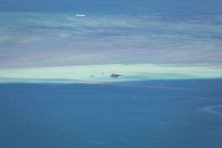 Kaneohe sandbar seascape background with boats and pristine, tropical, blue waters. 版權商用圖片