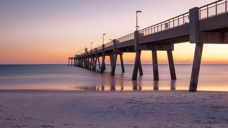 해질녘 포트 월튼 비치, 플로리다에서 Okaloosa 낚시 부두의 파노라마.