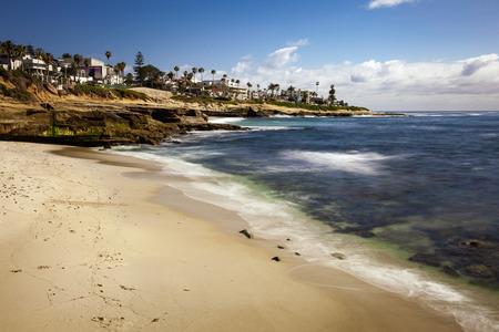 Beautiful long exposure landscape and seascape of a coastal beach in La Jolla California on a bright sunny day. 스톡 콘텐츠