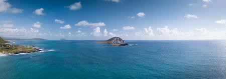 Blue, sunny seascape of seabird sanctuary and rabbit island at Makapuu Point, Oahu, Hawaii, USA. 스톡 콘텐츠