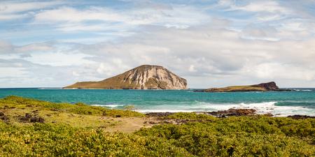 Seascape panorama of Kaohikaipu Island State Seabird Sanctuary from Makapuu Beach Park on Oahu, Hawaii, USA. 스톡 콘텐츠