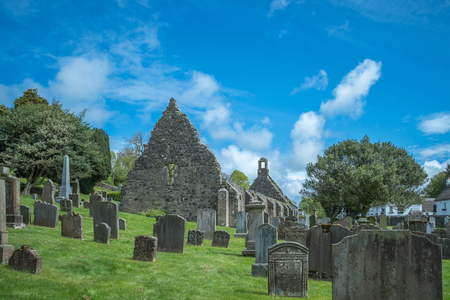 The old Kirk Yard and Old Kirk ruins, the burial place of many of Robert Burn's characters including his grand parents. Banco de Imagens