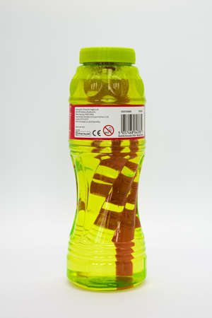 Irvine, Scotland, UK - August 08, 2020: Chad Valley branded children's bubble and wand in recyclable plastic bottle and cap. 免版税图像 - 153231024