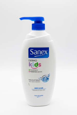 Irvine, Scotland, UK - January 09, 2021: Sanex branded Dermo Kids body and hair body wash and foam bath in a recyclable plastic bottle and plastic pump dispenser lid. 新闻类图片
