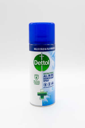 Irvine, Scotland, UK - January 09, 2021: Can of Dettol Branded aerosol disinfectant spray in a recyclable metal tin and plastic top displaying various symbols. 新闻类图片
