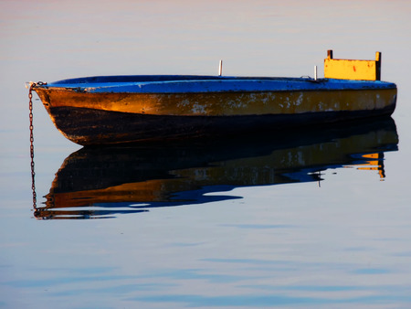 koy: Shadow reflected in the water old small craft - g�lg to the reflection in the water � as old boat