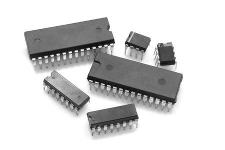 白い背景に対して集積回路チップ