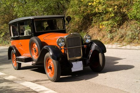 oldtimer: Racing orange old car