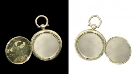 medaglione: Antica medaglione dorato isolato su fondo nero  bianco
