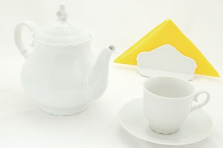servilleta de papel: Platos de color blanco con amarillo servilleta.