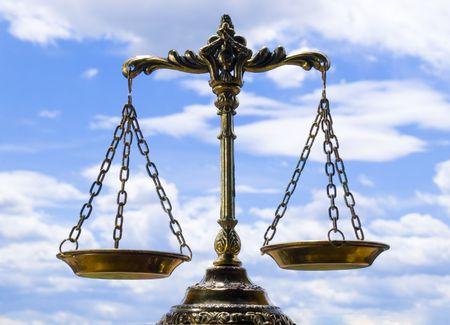 Una foto della bilancia della giustizia, con un equilibrio tema di sovrapposizione Archivio Fotografico - 3471591
