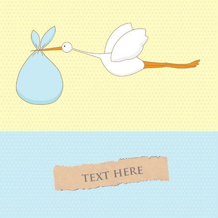 Carte d'arrivée de bébé avec la cigogne qui apporte un garçon mignon