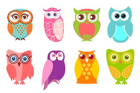 graduacion caricatura: Conjunto de búhos de dibujos animados. Ilustración vectorial de búhos de la historieta en colores pastel y colord brillante