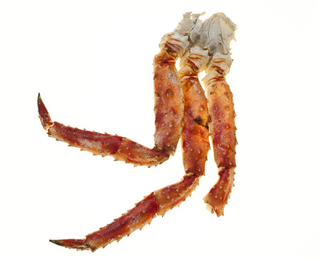 lejano oriente: Crab legs closeup on a white background. Far East crab, a delicacy. Crab Cluster.