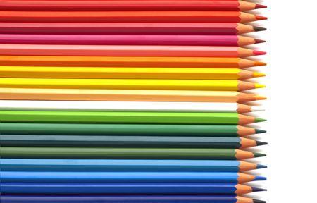 白い背景の上にカラフルな鉛筆