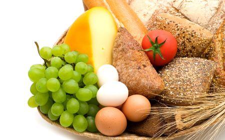 白い背景の上の食品の品揃え