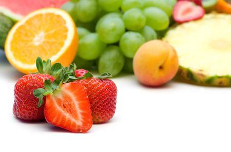 果物の背景に新鮮なイチゴ