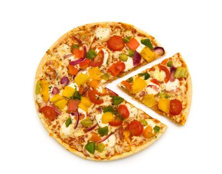 白い背景の上スライス菜食主義者ピザ