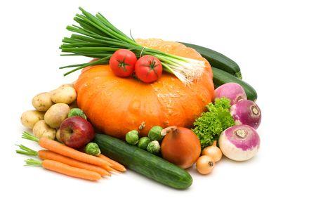 白い背景の上の野菜の品揃え