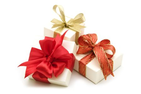 three gift boxes: tres cajas de regalo con cinta roja de proa