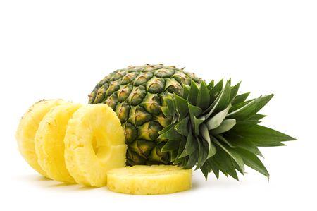 白い背景の上の新鮮なスライス パイナップル 写真素材