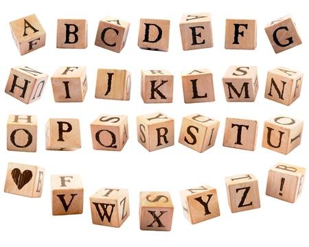 素朴なアルファベットのブロック、26 文字、心臓の形および感嘆符のセット、各提示別の方向で分離された白に落ちていたかのよう 写真素材