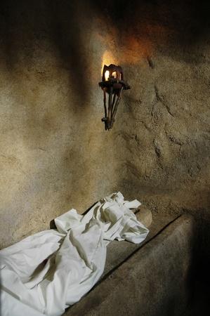 tumbas: Dentro de la r�plica de la tumba de jard�n desde la que Jes�s fue resucitado