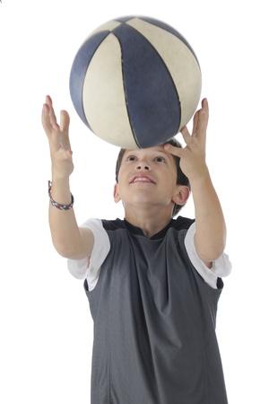 coger: Un guapo entre llegar arriba para coger un desenfoque de movimiento basektball regresando el bal�n en un fondo blanco Foto de archivo