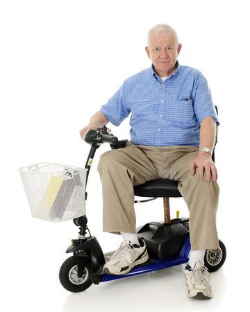 scooter: Un hombre mayor feliz que mira el espectador de su scooter el�ctrico. Sobre un fondo blanco.