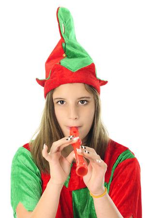 duendes de navidad: Primer plano de un adolescente bastante Duende de la Navidad que juega un registrador rojo. Sobre un fondo blanco.