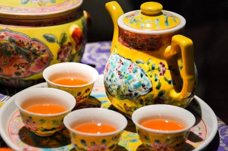 freshly brewed tea in a lovingly decorated tea set Stockfoto