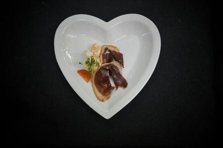 smoked duck ham with waldorf salad on a saucer Banque d'images