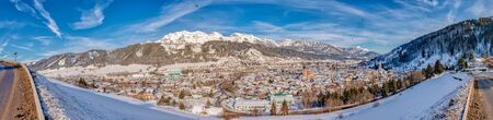 Panoram of the balloons and snow-capped mountains over Schladming. Panoramic view of the skiing heart of the Schladming-Dachstein region, Styria, Austria, Europe Standard-Bild - 127170025
