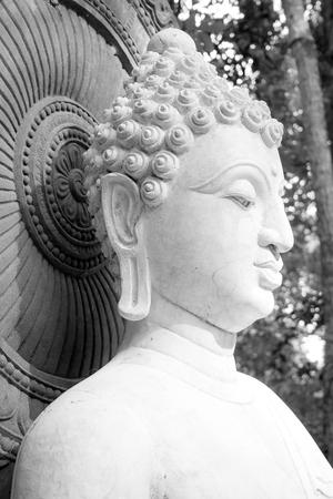 B&W 仏、仏陀像スアン Mokkh 仏教寺院の顔