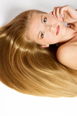 highlights: Mujer con el pelo rubio Hair.Beautiful larga recta