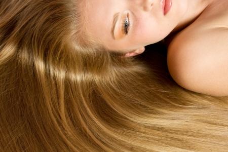 secador de pelo: Mujer con el pelo rubio Hair.Beautiful larga recta