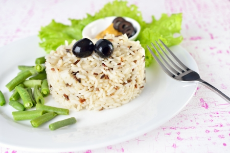 wild rice: Bowl of cooked mixed wild Rice. Plate Served with salad and green bean vegetable. Stock Photo