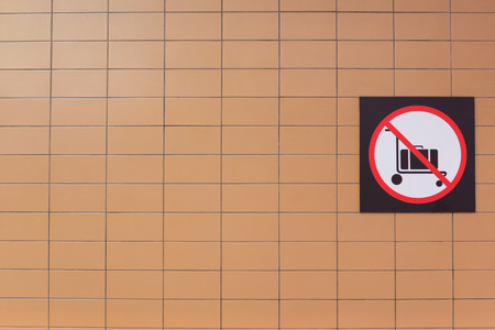 no pase: No hay carritos de equipaje pasan este punto