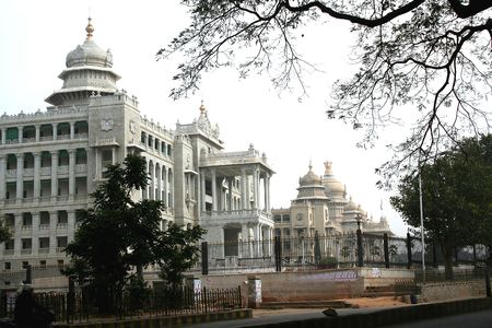 karnataka: Vikasa Soudha y vidhana Soudha edificios de Gobierno del Estado, Bangalore, Karnataka, India, Asia Foto de archivo