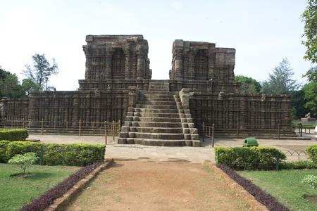 �tapes menant � la plate-forme du temple � Konark, Orissa, en Inde, Asie Banque d'images