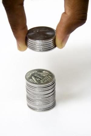 �pargne-Concept Ajout de petites pi�ces de un cent, cents roupies ou fait une immense fortune