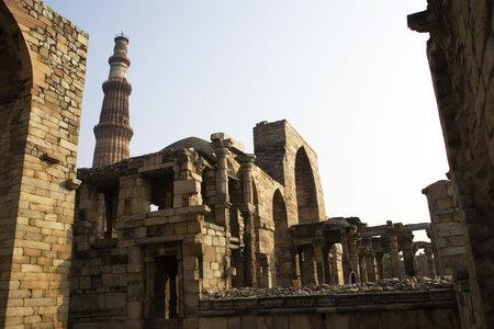 Structures en pierre dans le Qutub Minar Complex, New Delhi, Inde, Asie